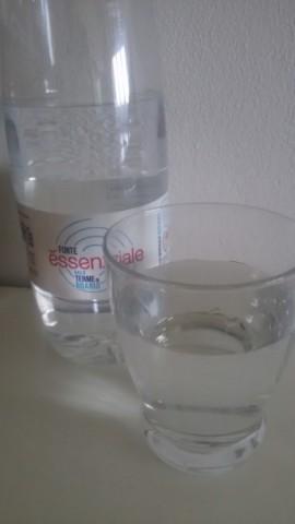 l'acqua minerale naturale Fonte Essenziale