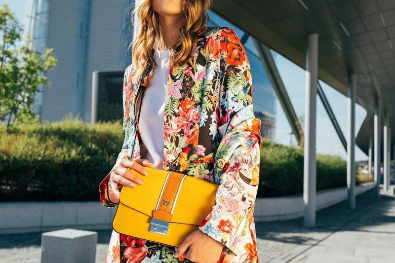 Come vestirsi con i colori che fanno bene all'umore