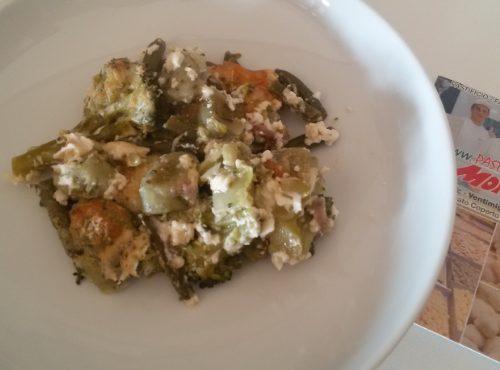 Gnocchi verdi al forno con verdure e mozzarella