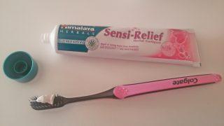 dentifricio denti sensibili himalaya herbals